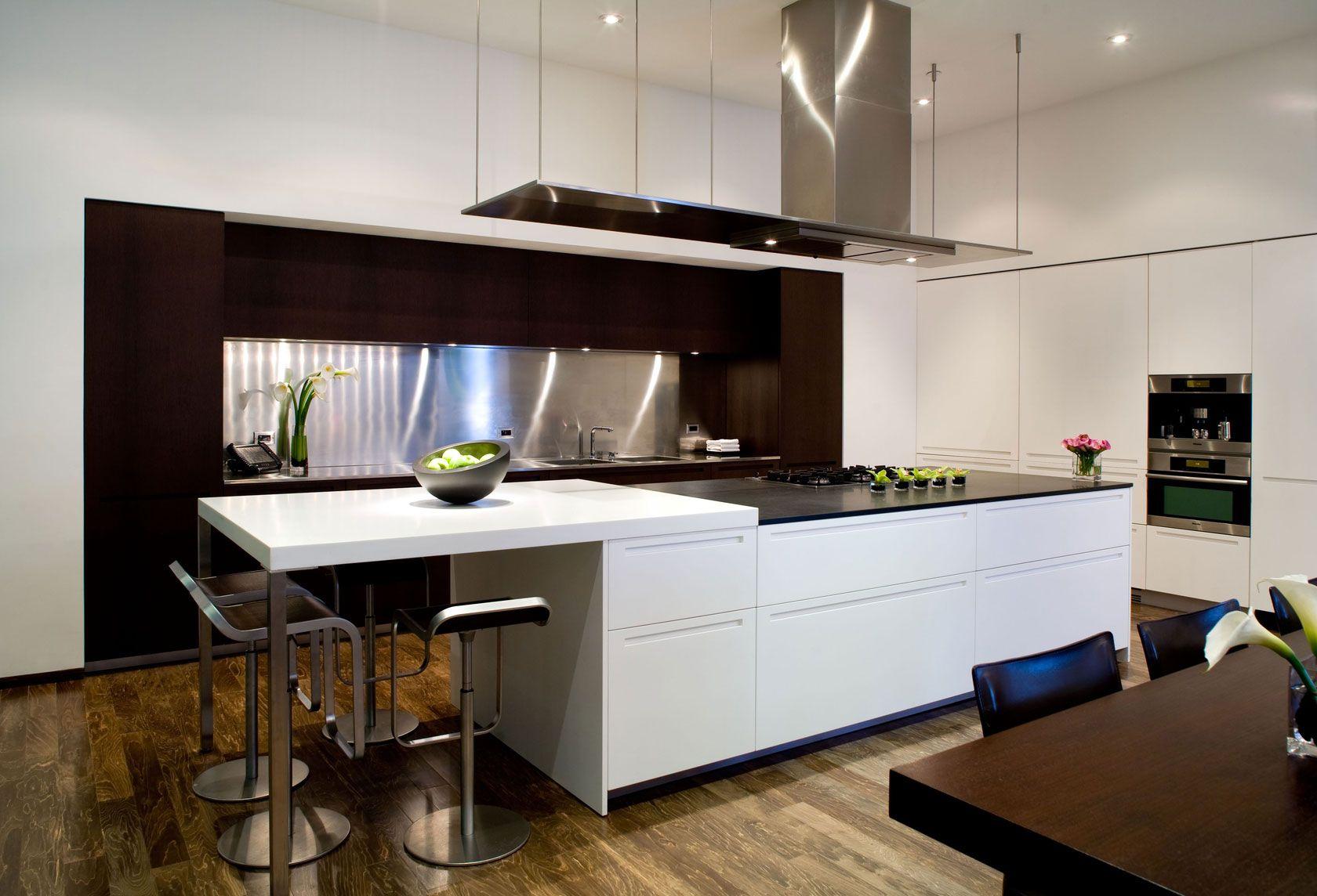Diseño de moderna casa de dos pisos construida en 220 ...