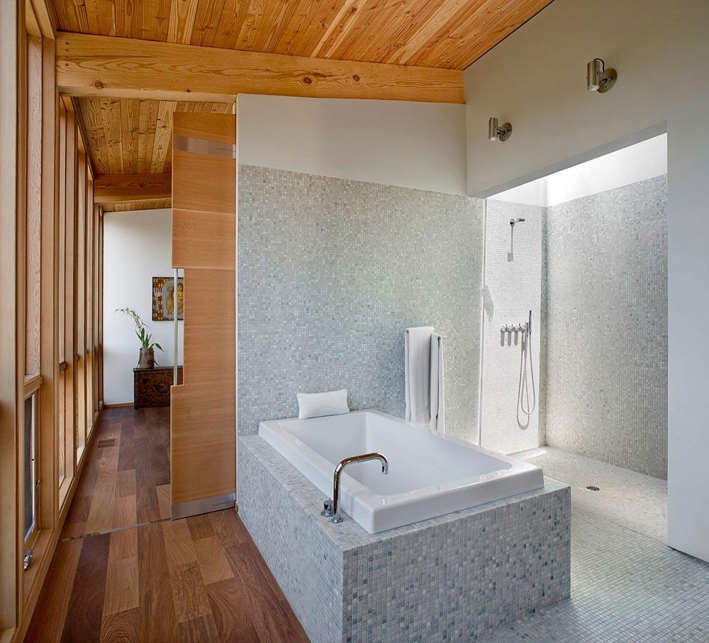 Diseño de cuarto de baño moderno paredes de madera