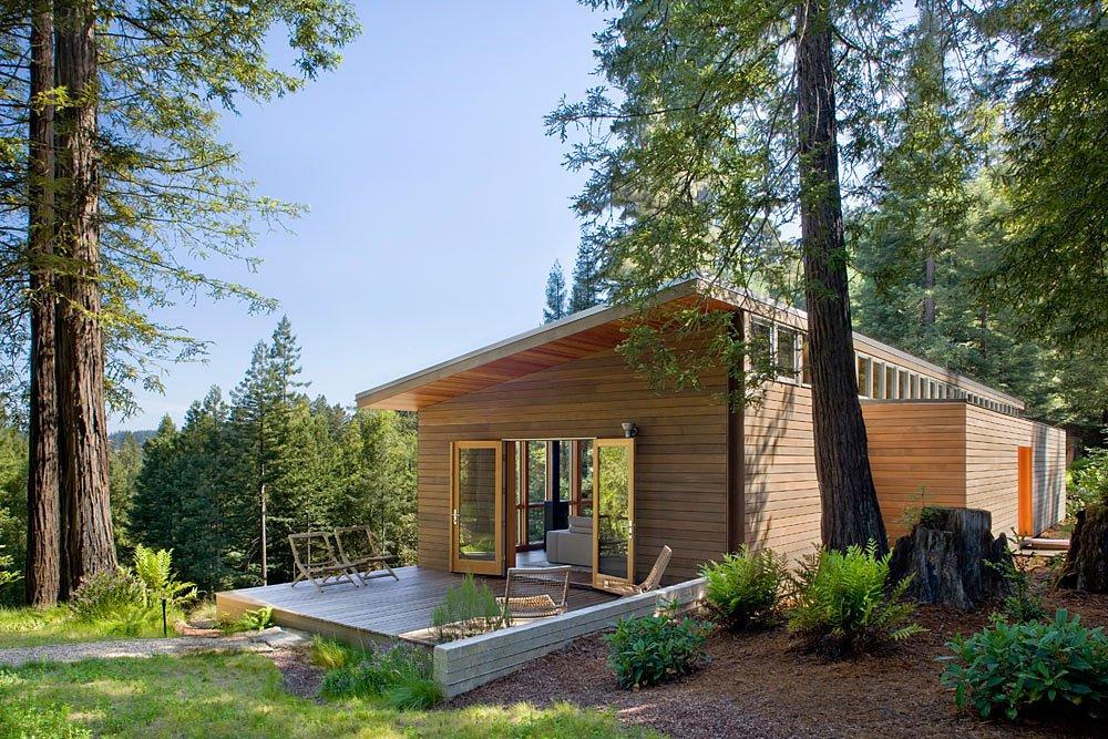 Fachada de casa de campo construida en madera