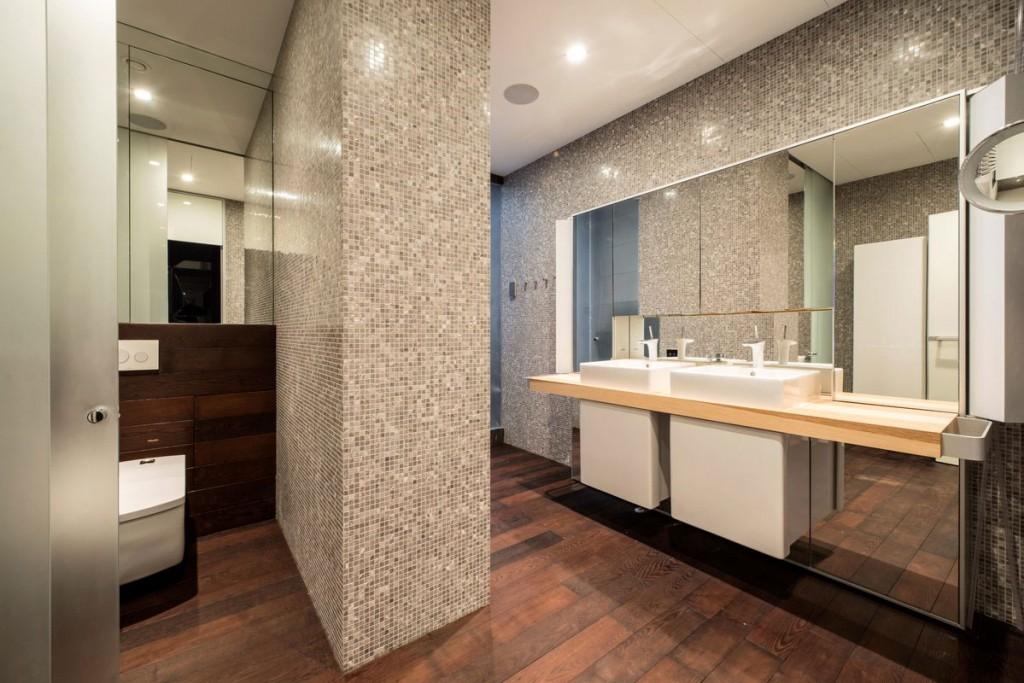 Diseño de cuarto de baño de departamento con azulejos gris