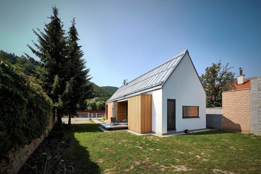 Peque a casa de campo construida en 93 metros cuadrados for Diseno de casa de 300 metros cuadrados