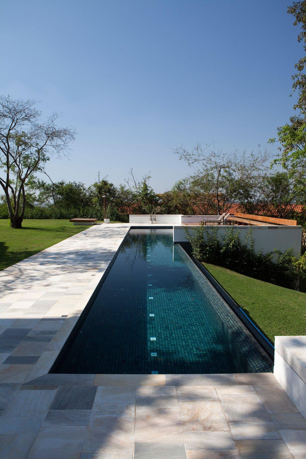 Casa de campo de madera y hormig n de 280 metros cuadrados for Modelos de piscinas de campo