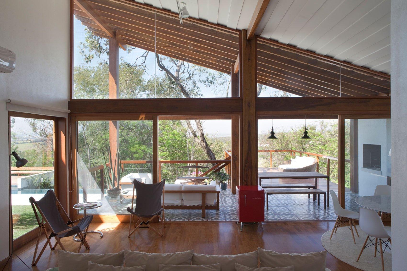 Diseño de sala con salida a exteriores