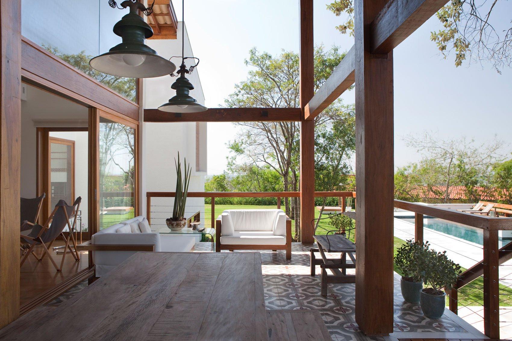 Casa de campo de madera y hormig n de 280 metros cuadrados for Disenos de terrazas exteriores