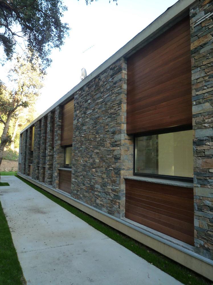 Dise o de casa terreno rectangular planos de arquitectura - Casas de piedra y madera ...