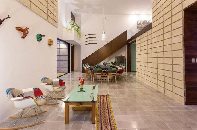 Casa de dos pisos en terreno angosto planos de arquitectura for Jardines de pared para interiores