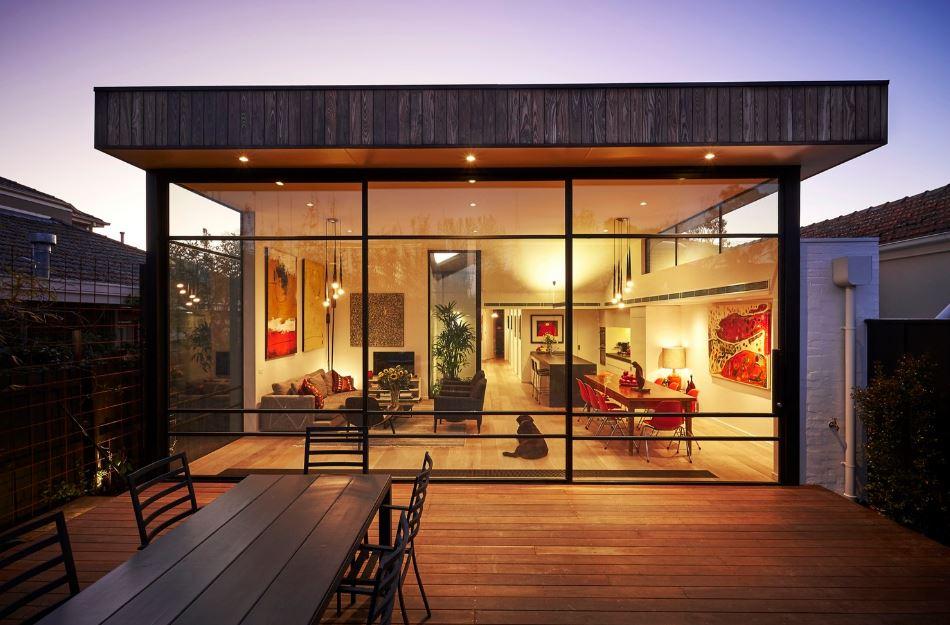 Moderna fachada vidriada