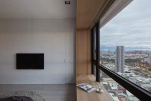 Moderna sala con vista hacia el exterior