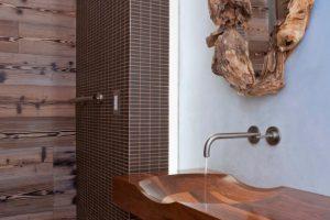 Moderno cuarto de baño en madera
