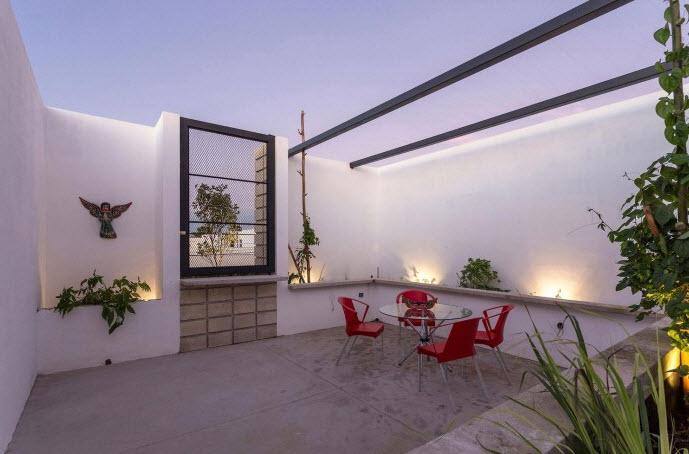 Casa de dos pisos en terreno angosto planos de arquitectura for Pisos terrazas modernas