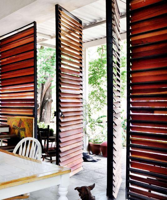 Detalle de mamparas en madera