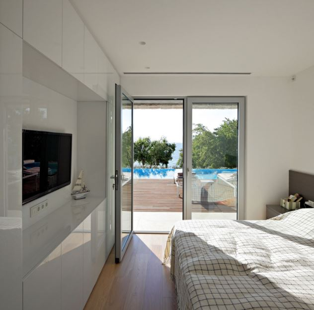 Diseño de dormitorio con vistas hacia el lago