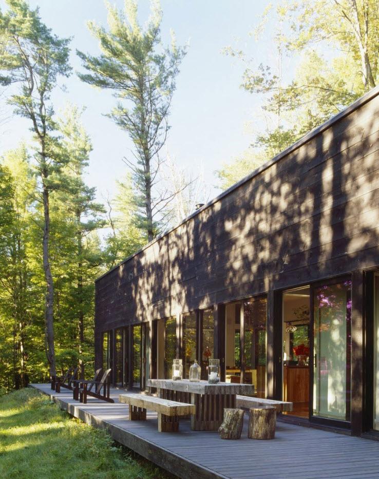 Fachada de casa de campo con madera