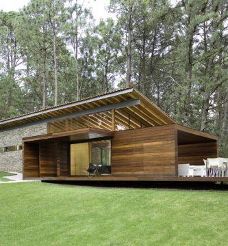 Fachada en madera de la casa
