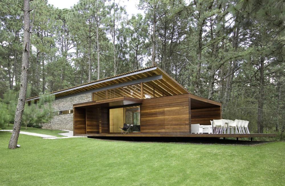 Fachada en madera de casa de campo moderna