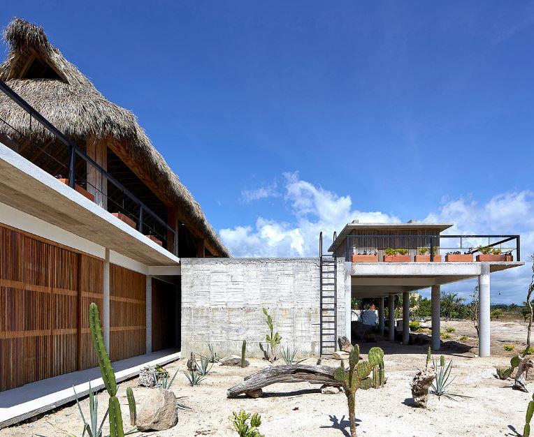 Fachada principal de la hermosa casa de playa