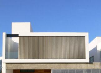 Fachada principal de la moderna casa