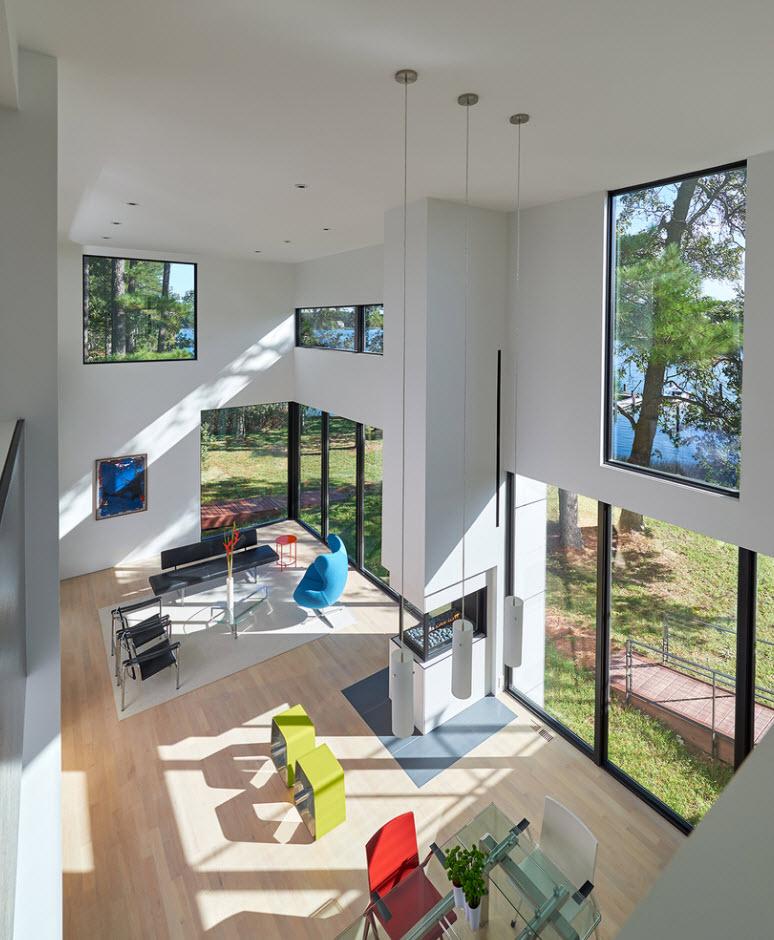 Sala comedor con techo alto