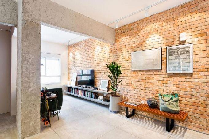 Diseño interior con ladrillo y concreto expuesto