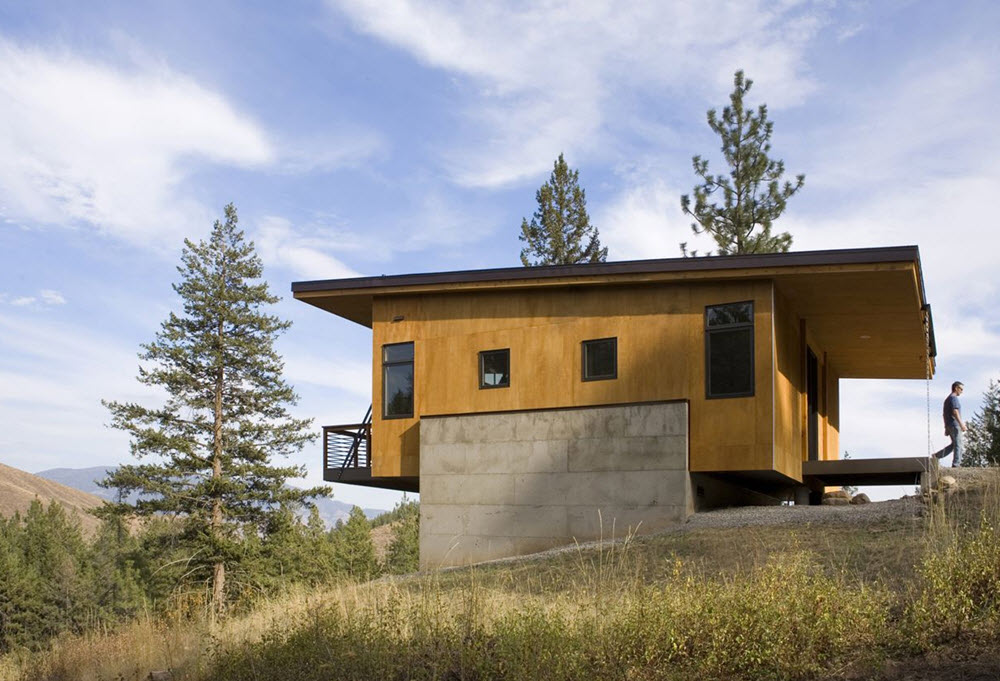 Hermosa casa sostenida sobre un basamento de concreto