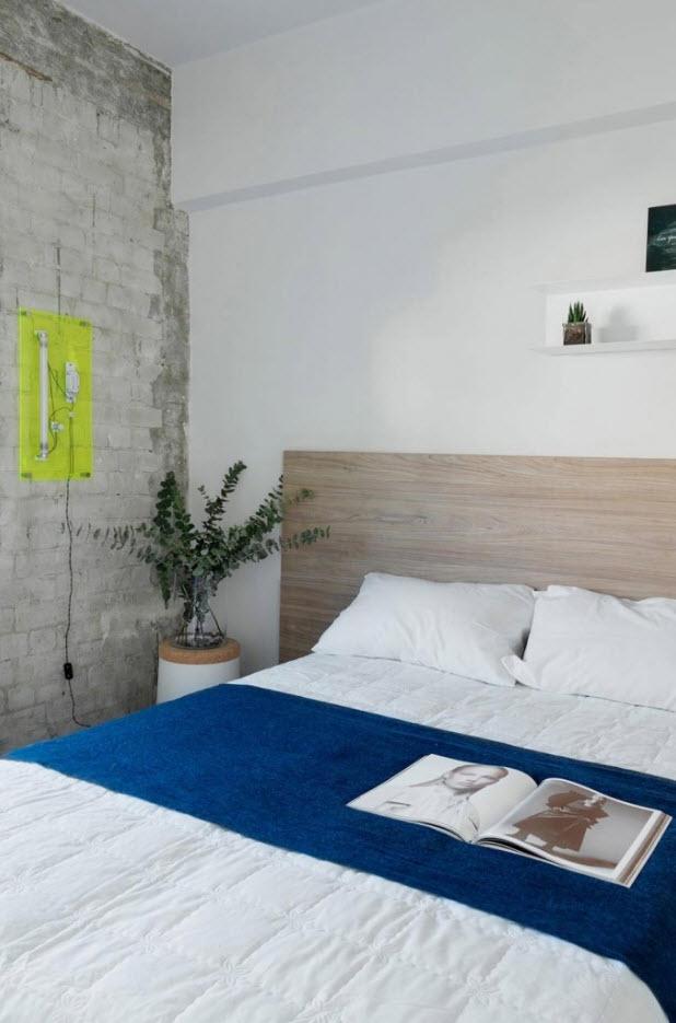 Interior de dormitorio con muro expuesto