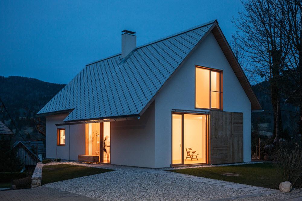 peque a casa con techos a dos aguas planos de arquitectura