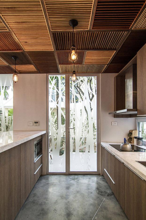 Original diseño de cocina con techos mosaico