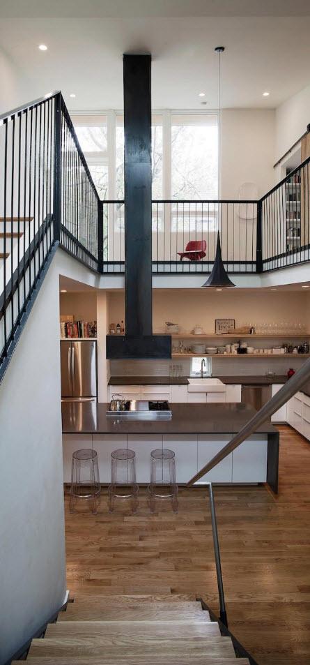 Moderna cocina con techo a doble altura