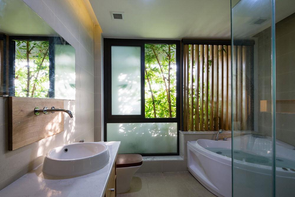 Moderno cuarto de baño con detalle de madera