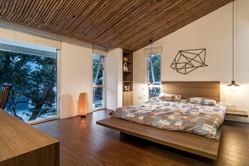 Moderno dormitorio con muchos detalles de madera y bambú