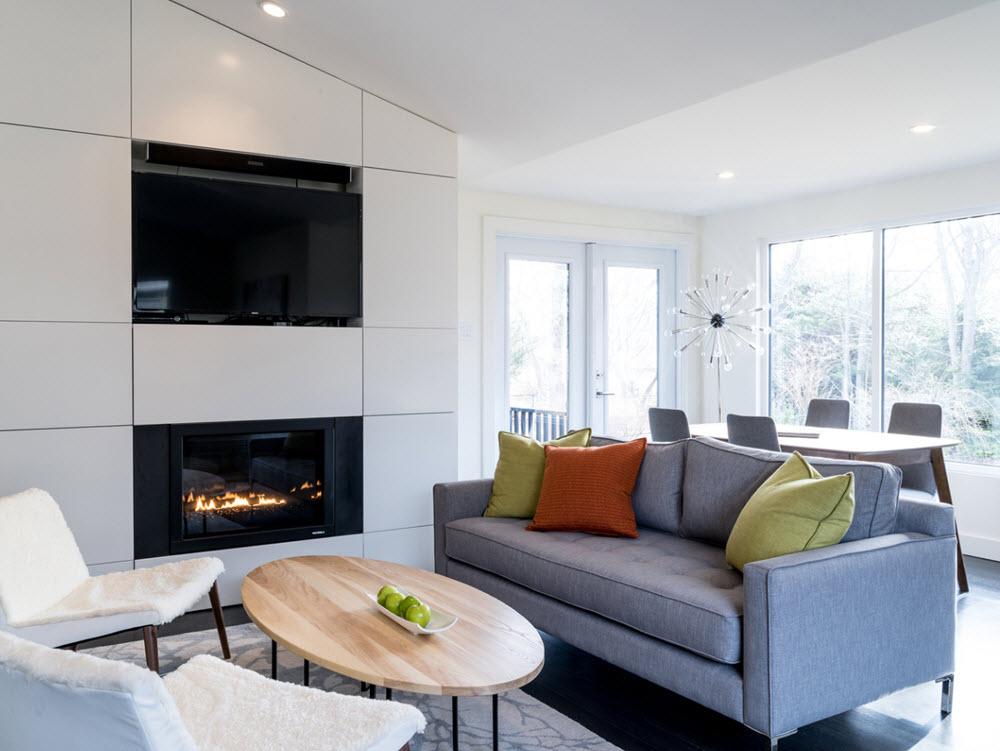 Diseño de interiores moderno de pequeña sala con chimenea