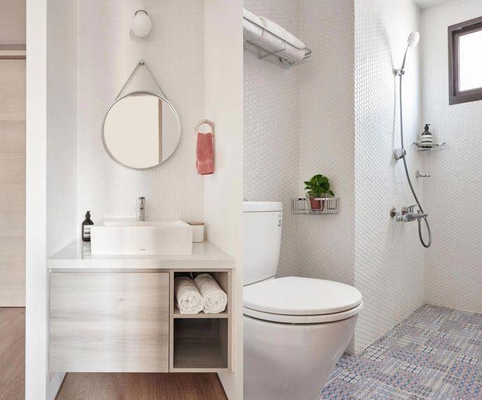 Amplio cuarto de baño en color blanco