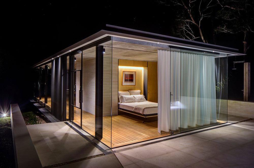 Diseño de dormitorio con grandes cristales