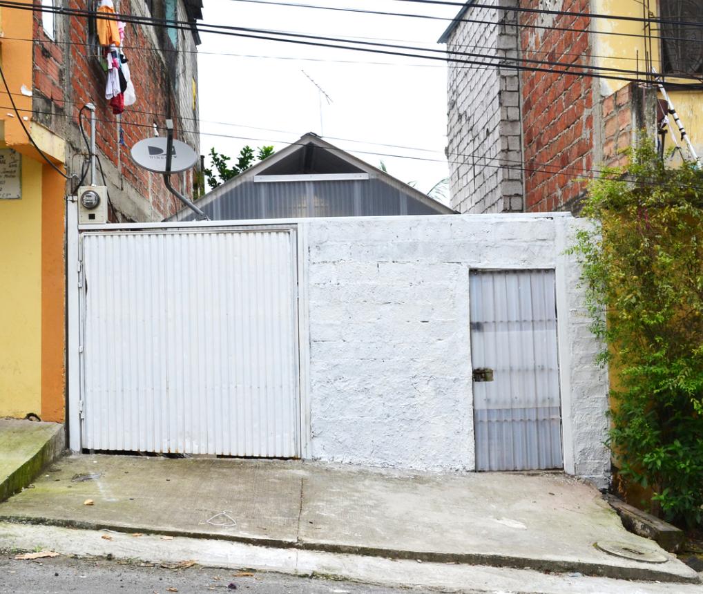 Fachada exterior de la pequeña vivienda