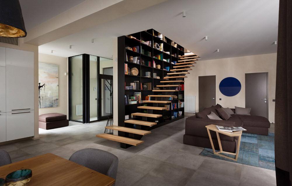 Diseño de sala con escaleras de peldaños de madera