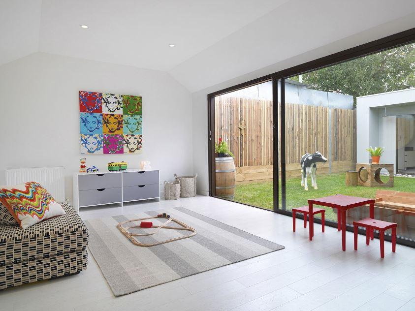 Moderno dormitorio en colores claros