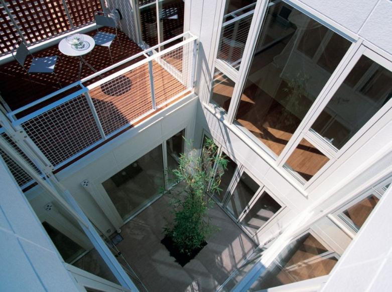 Dise o moderna casa dos pisos peque a planos de arquitectura for Pisos para patios interiores