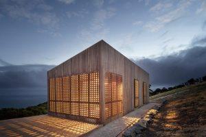 Pequeña cabaña en madera