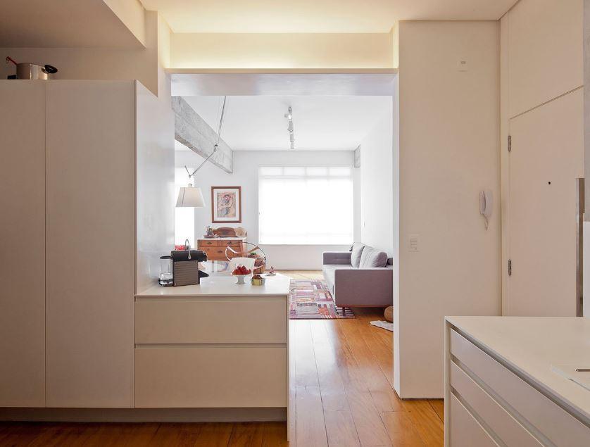 Pequeña cocina desde el interior