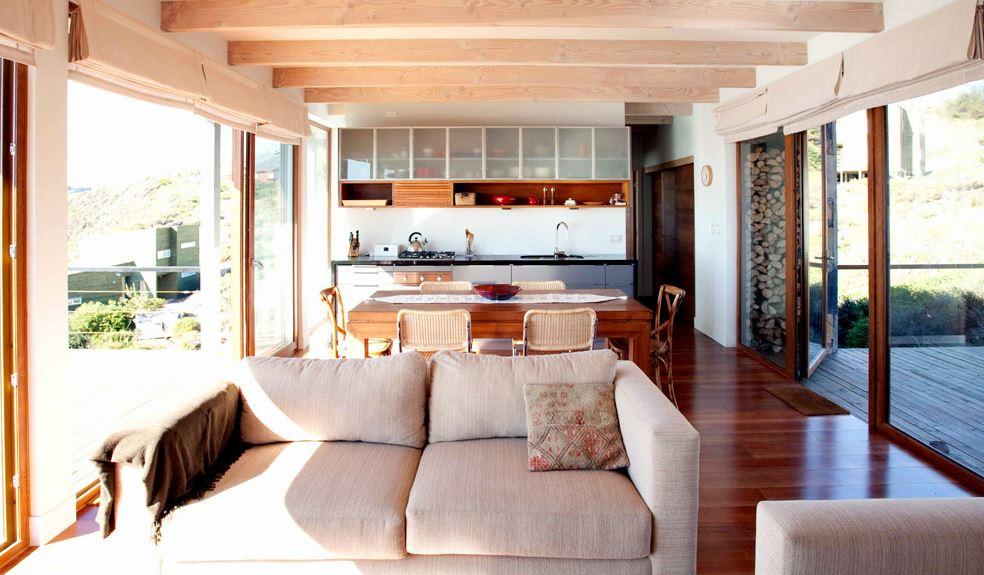 Planos y diseo interior de moderna casa de playa en pendiente