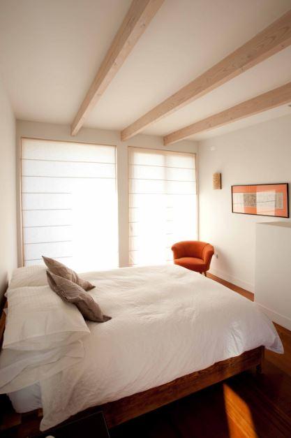 Amplio dormitorio de la casa de playa