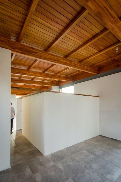 Amplios interiores de la casa de un piso