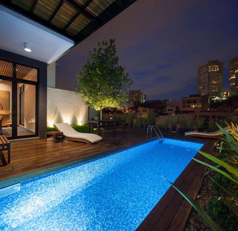 Dise o de moderna casa de dos pisos con amplios patios - Piscina para casa ...