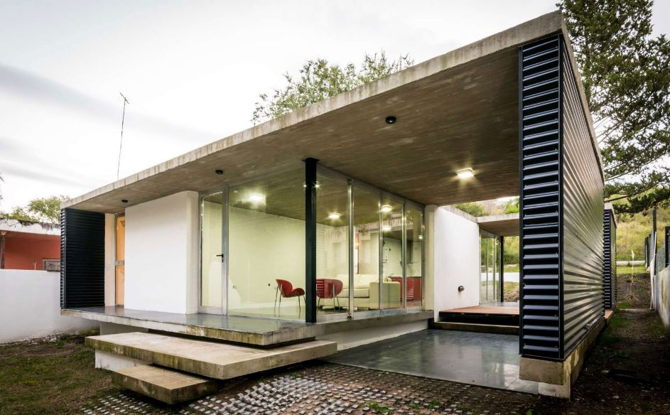 Casa de un piso con planos translucidos