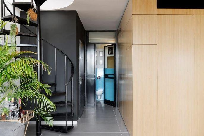 Diseño de escalera caracol decora el espacio
