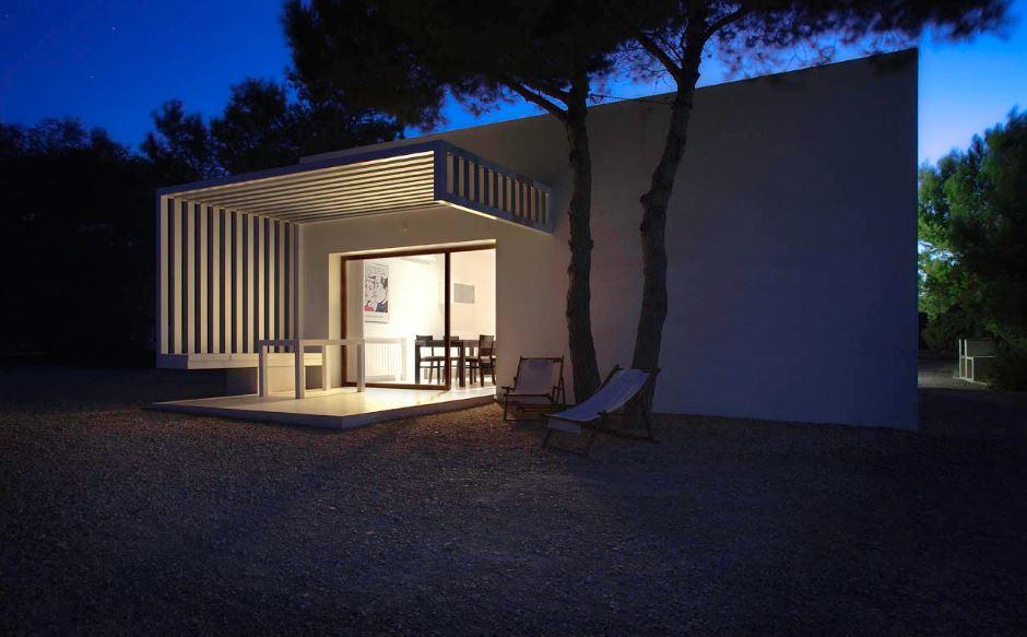 Casa pequeña de color blanco
