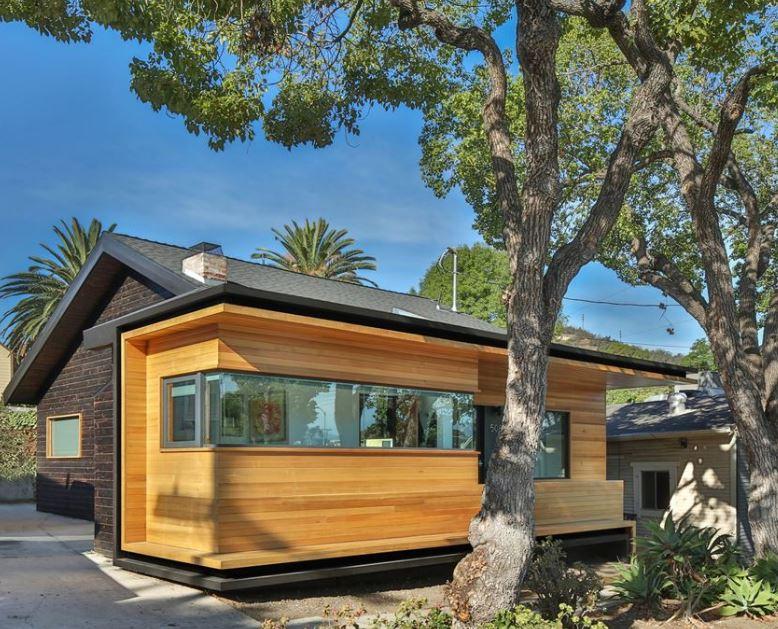Fachada lateral de casa de madera