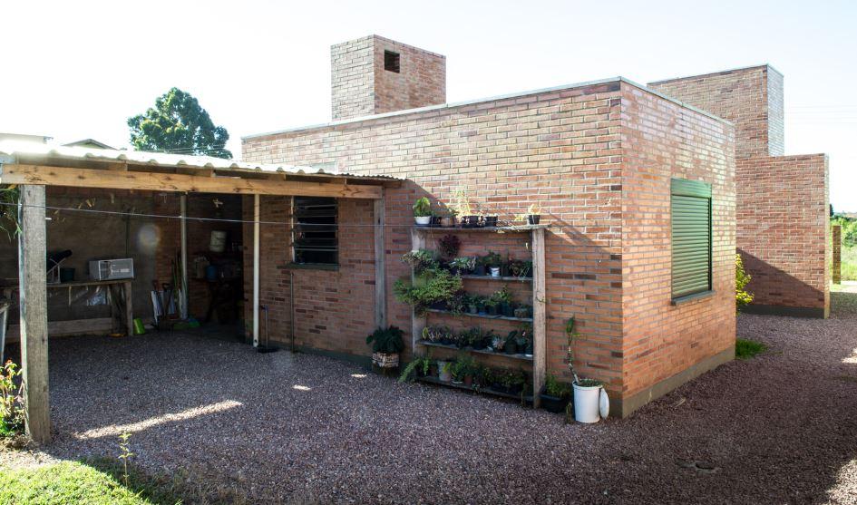 Fachada posterior de la pequeña casa económica