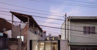 Fachada principal de casa económica