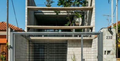 Fachada principal de la hermosa casa de dos pisos